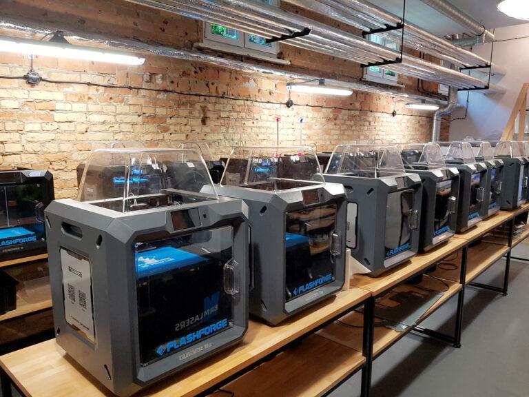 park maszyn z drukarkami 3d w Sygnis New Technologies